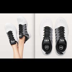 APL Womens TechLoom Pro Shoe White/Black sz 5 NIB